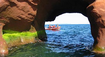 Grottes et falaises